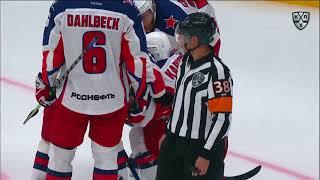 Капризов получает шайбой по лицу