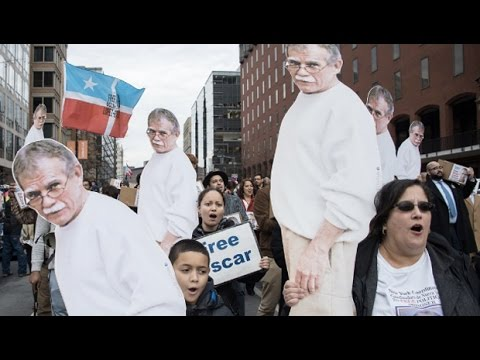 Independence Leader Oscar Lopez Rivera is Freed as Puerto Rico Faces 'Colonial' Debt