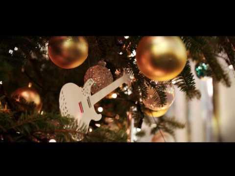 銀座山野楽器 本店のクリスマスツリー、2017年はジョン・レノン 「ハッピー・クリスマス」で