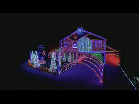 Dubstep Cadger Family Light Show - The Great Christmas Light Fight
