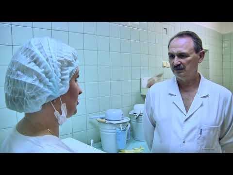 Операционная сестра - правая рука хирурга. От слаженности их работы зависит исход операции