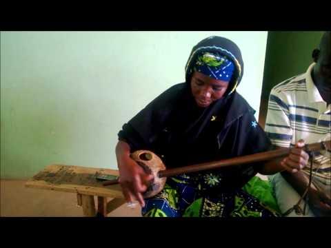 Salamatu Mai Gurmi [Female Hausa Gurmi Player] thumbnail