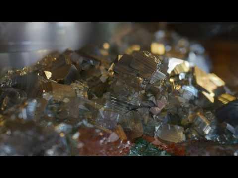 ~ Pyrite Meditation ~ w/Tibetan Bowls and Gongs ~ 15 min. ~