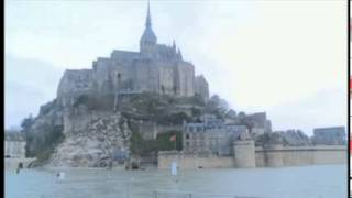Crowds at Mont Saint-Michel for