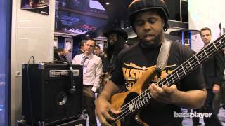 Victor Wooten tries out Hartke's HD25 Combo [NAMM 2014]