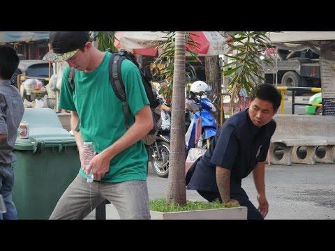ฉี่ที่สาธารณะ!! ฝรั่งแกล้งคนไทย ฮามากกกกก