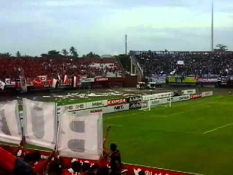 Suporter Bali United Dan Persib Bandung Saling Sahut