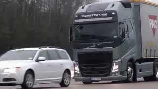 Как работает Система предупреждения о столкновении с функцией экстренного торможения от Volvo Trucks(, 2015-10-07T11:39:08.000Z)