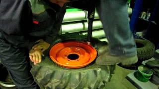 Процесс одевания резины ВЛ-30 на диск УАЗа(Процесс одевания резины ВЛ-30 на диск УАЗа. Требуемая резиной ширина диска 10.5