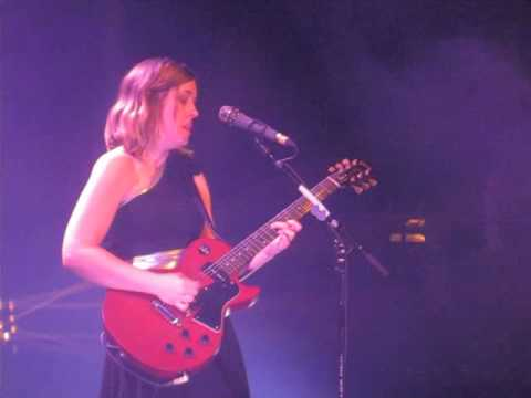 Sleater-Kinney - Words And Guitar (Live @ Roundhouse, London, 23/03/15) mp3