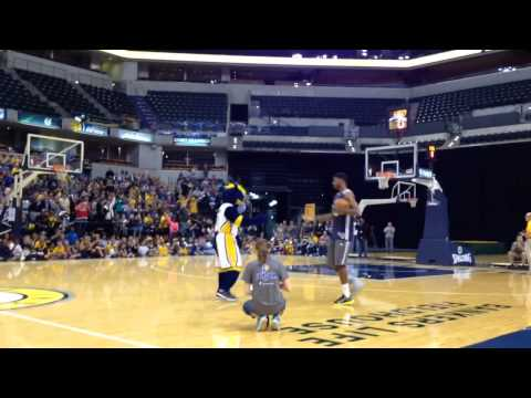 Paul George walks out at 2014 Pacers FanJam.