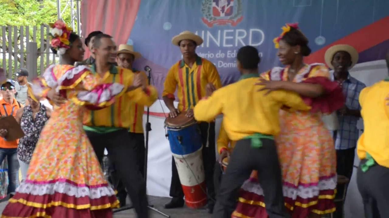 Merengue tradicional dominicano en Feria del Libro - YouTube