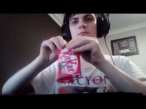 How to eat a Kitkat bar