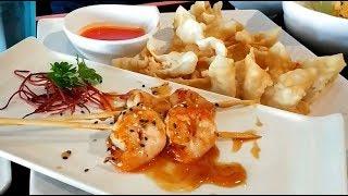 Идем в японский ресторан. Суши, креветки, гребешки. Japanese restaurant. Sushi, shrimp, scallops.