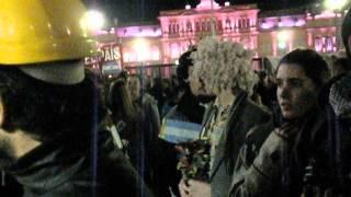 Antes de la agresión a DDD en la Plaza de Mayo, ya empezaban...