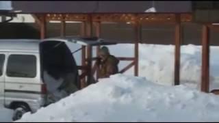 Рустам, много снега? Тюменец решил вывезти снег на своем минивэне