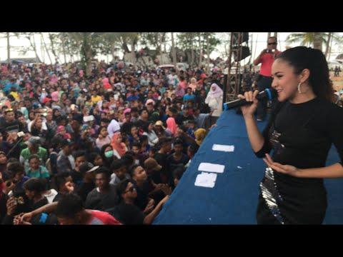 Suci dalam debu live konser baby shima di teluk gembira, belitung indonesia