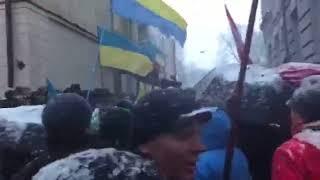"""В Киеве заблокировали магазин """"Рошен"""" и СИЗО СБУ"""