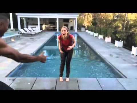 Ice Bucket Challenge for ALS with Carrie Keagan feat. Michael Strahan