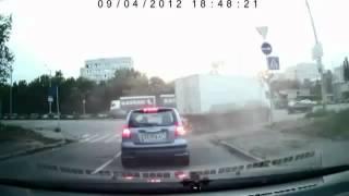 Неожиданный взрыв шины грузовика / Explosion of a truck tire(Самые смешные и интересные видео Вконтакте: http://vk.com/profeed., 2012-09-13T10:33:26.000Z)