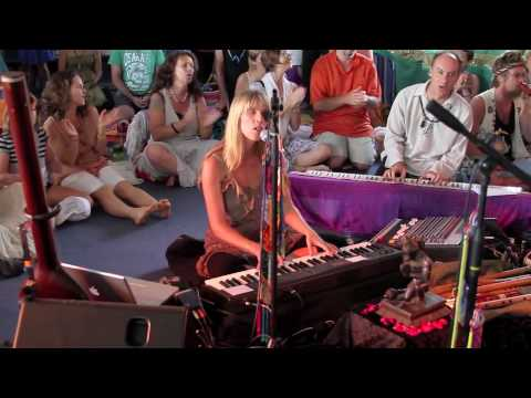 Deva Premal & Miten with Manose and Friends - Om Asatoma Live (originally on The Essence)