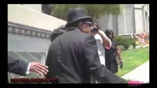 JACKSON FAMILY VISITS MICHAEL AT FOREST LAWN MEMORIAL ON THE ONE YEAR ANNIVERSARY OF HIS DEATH