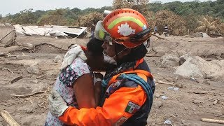 guatemala   s    volcano of fire    covers entire communities in ash