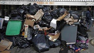 Τα σκουπίδια πνίγουν το Παρίσι - Απεργούν οι εργαζόμενοι στην καθαριότητα