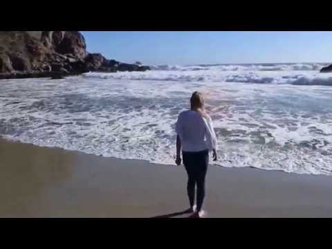Баловство на пляже Pfeiffer Beach, Big Sur, California
