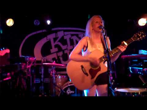 Ellie Goulding - I'll Hold My Breath.  King Tuts Wah Wah Hut, Glasgow. 8th April 2010.