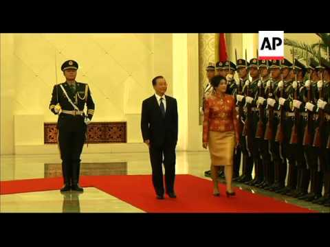 Thai PM Yingluck Shinawatra meets with Chinese PM