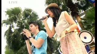 "Zaskia & Irwansyah ""I Miss You"",performed at Derings (22/04)(Courtesy TransTV)"