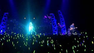 Впервые поющая голограмма Хацунэ Мику (Live)[HDTV].avi