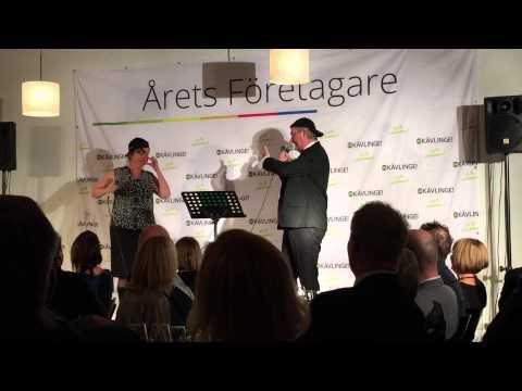 Rapphöna - Kävlinges kommunfågel. Pelle Nilsson och Rosa Rydberg på Årets Företagarfest 2015.