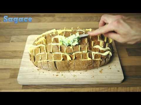avvolgi un pane nella stagnola e cuocilo in forno