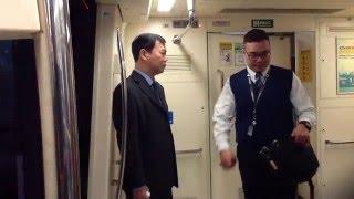 台北捷運「[2]淡水信義線」大安站:列車駕駛員輪班交接 (1)