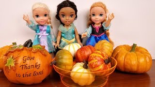THANKSGIVING 2018 ! Elsa and Anna toddlers - pumpkin pie cooking - dinner - turkey - party - guests