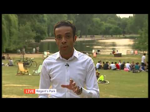 Channel 4 News weatherman Liam Dutton does the weather.... in flip-flops and shorts