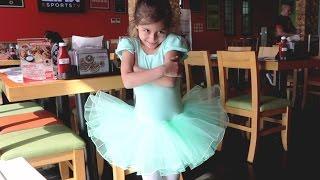 رقصت في المطعم 😳