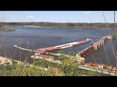 Barge Crashes Through Dam & Rips Apart On Mississippi River | Insane Footage Caught On Video 😱