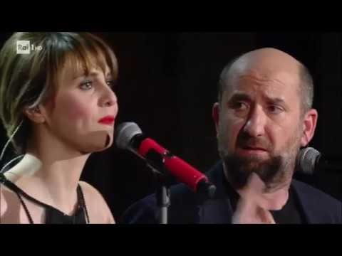 """Sanremo 2017 - Paola Cortellesi e Antonio Albanese """"Un mondo di pàvole"""""""