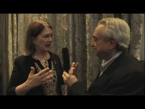 Jane Philpott, Ministra de Salud de Canadá con el Dr. Pedro Cahn