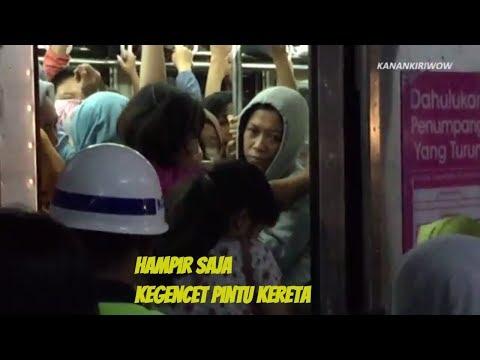 KRL COMMUTER LINE  SAAT JAM SIBUK PULANG KERJA DI JAKARTA_ジャカルタ通勤ラッシュ満員電車の状態