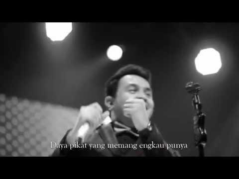 TULUS  LANGIT ABUABU  MUSIC  ?
