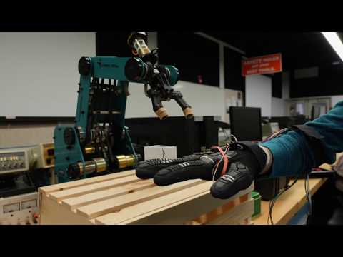 """""""Wired Glove"""" Gives Life to Robot"""