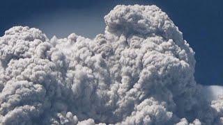 На Суматре началось извержение вулкана Синабунг