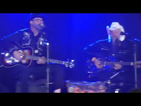 Les Claypool's Duo de Twang - Master of Puppets / Too Many Puppies + Red State Girl (Roskilde 2014)