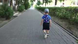 Детская ортопедическая обувь(Ребенок бегает в ортопедических сандалиях., 2014-06-09T16:09:58.000Z)