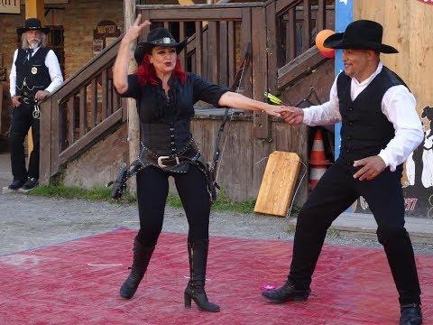 """Spektakuläre Shows in """"Pullman City"""" Messerwerfen, Bisons, Trickreiten etc. 2.8.17"""