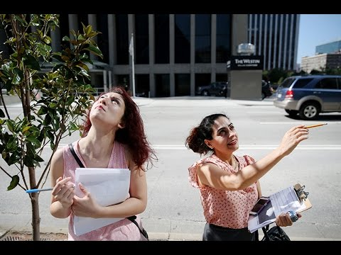 UTA students studying walkability in downtown Dallas